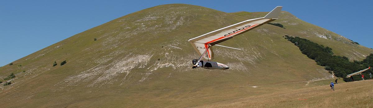 Immagine di un deltaplano in volo a Sigillo