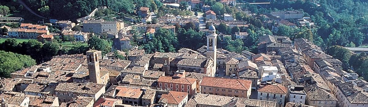 Immagine dall'alto del centro storico di Urbania