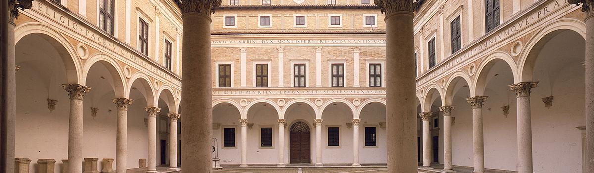 Immagine del cortile d'onore del palazzo Ducale