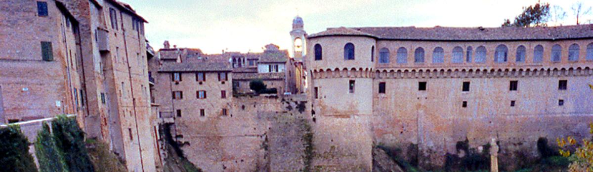 Immagine del fossato del Palazzo Ducale di Urbania