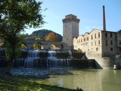 Immagine della Torre-Ponte e l'ex Cartiera di Fermignano