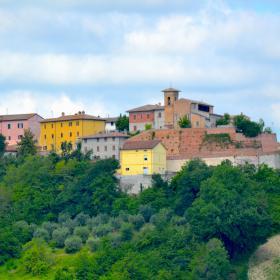 Immagine del borgo di Petriano