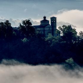 Immagine del colle col Mausoleo dei Duchi di Urbino